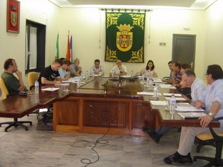 Asistentes al pleno de Olvera del 15 de julio de 2013.