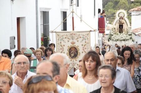 Participantes en la procesión.