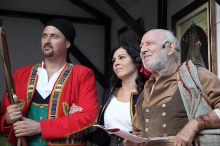 Álvaro de Luna, con otros recreantes.