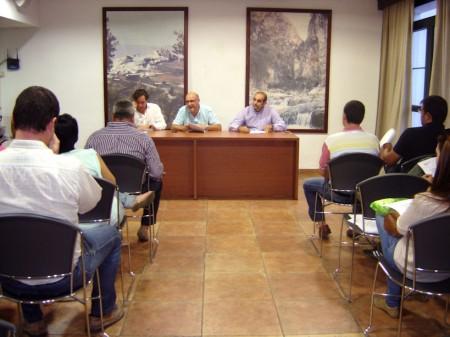 Presentación de la convocatoria de concesión de subvenciones de primera contratación en el Hotel Sierra y Cal.
