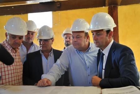 Representantes políticos, en la visita a las obras.
