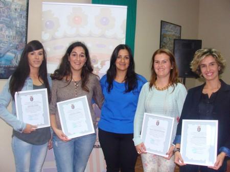 Las premiadas, con la alcaldesa, María José Lara.
