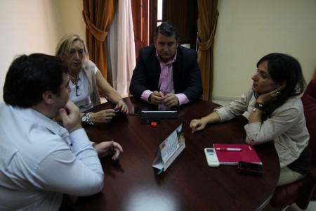 Reunión de Antonio Sanz, Inmaculada Gil y otros dirigentes del PP.