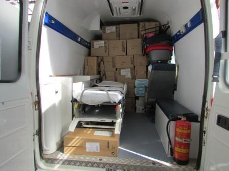 Ambulancia con medicamentos y material sanitario para enviar desde El Bosque hasta Tinduf.
