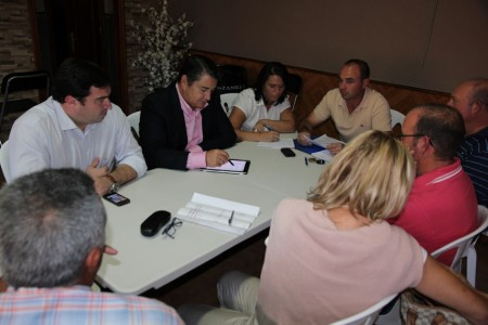 Reunión de Antonio Sanz con miembros del Partido Popular de Torre Alháquime.
