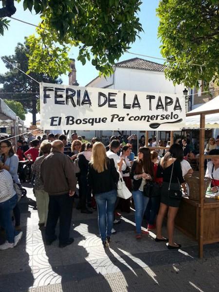 Concurrentes a la I Feria de la Tapa de El Bosque.