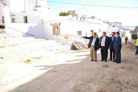Representantes de Diputación y Ayuntamiento de Arcos visitan las obras.
