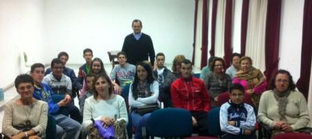 El rector, con los asistentes a la conferencia.