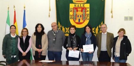 Las ganadoras, con el alcalde de Olvera, José Luis del Río, y el diputado provincial Eduardo Párraga.