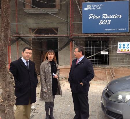 La alcaldesa de Algar, con el vicepresidente de la Diputación.