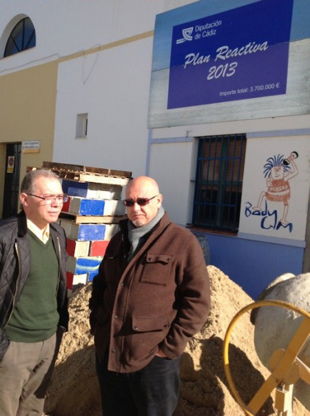 El alcalde de Olvera, José Luis del Río, con el diputado provincial Eduardo Párraga.