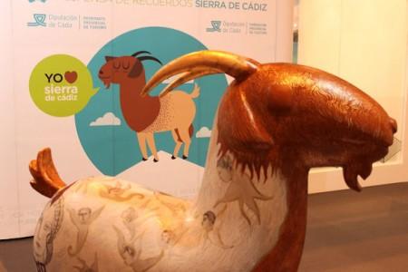 Escultura de cabra payoya de la Sierra de Cádiz en Madrid.