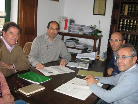 Presentación de la memoria del CADE al alcalde de Villamartín.