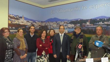 El alcalde de Villamartín y acompañantes, en la presentación de las jornadas fundacionales.