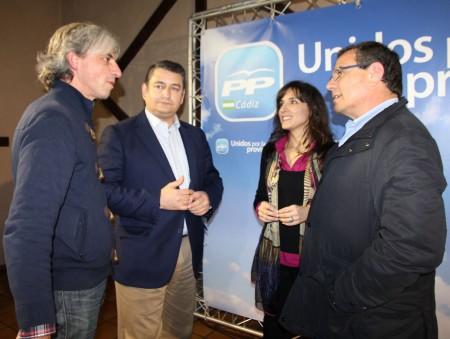 José García Carrasco conversa con Antonio Sanz, Inmaculada Gil y el vicepresidente de Diputación.