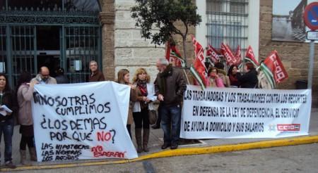 Concentración ante la Diputación de Cádiz.