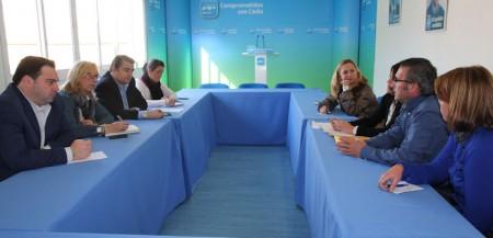 Reunión de Antonio Sanz y otros dirigentes del PP con miembros de comités de empresa de hospitales concertados.