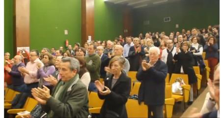 Aplausos del público al final de la proyección: