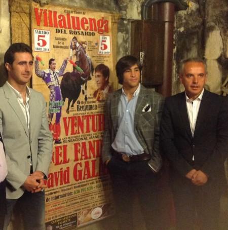El Fandi, David Galán y Alfonso Moscoso, alcalde de Villaluenga.