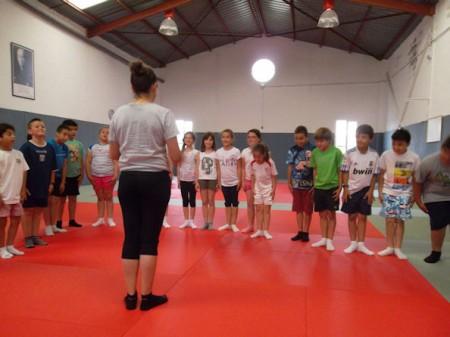 Clase de judo con escolares.