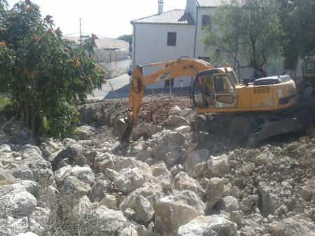 Obras de restauración del cauce del río.
