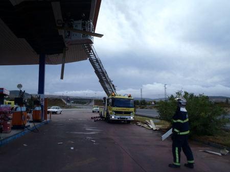 Afianzamiento de techo en la gasolinera de Puerto Serrano: