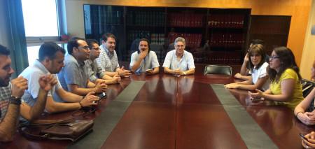 Reunion de alcaldes y otros miembros de IU en la Delegación de Empleo.