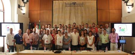 Alcaldes de IU de Andalucía, entre ellos los de la Sierra de Cádiz, encerrados en el Parlamento, con el portavoz, Antonio Maíllo.