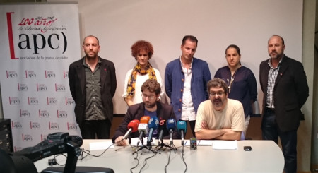 Algunos de los candidatos a las primarias de Ahora en Común de Cádiz, en la rueda de prensa celebrada en la Asociación de la Prensa el 20 de octubre de 2015.