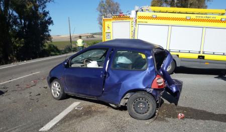 Estado de uno de los vehículos tras el accidente.