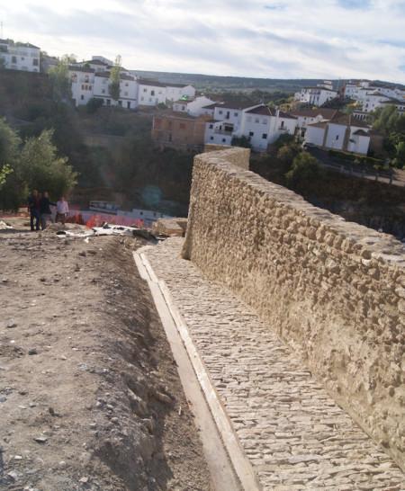 Muralla restaurada.