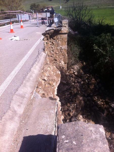 Carretera Algar-Puerto Galis cuando fue cortada al tráfico.