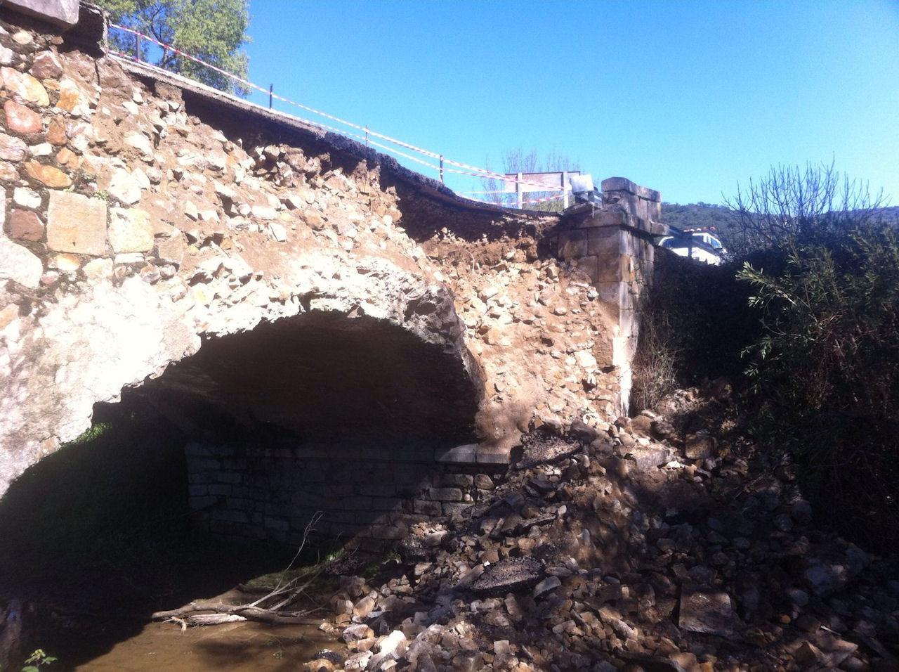 Restablecido el tráfico en la carretera de Algar al Puerto Galis al repararse tras un desprendimiento