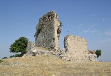 Panorámica de la fortaleza de Matrera, su Torre del Homenaje y su entorno paisajístico antes de la restauración (Foto: Alejandor Pérez Ordóñez).