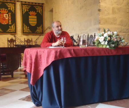 El periodista Juan León Moriche, duraante la presentación del documental.