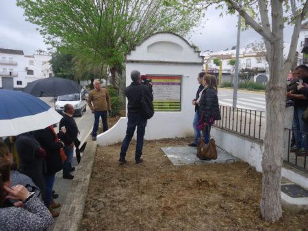 Inauguración del monolito a las víctimas.