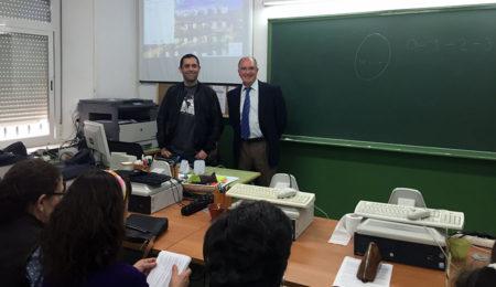 El doctor Rodríguez Carrión, al inicio de la charla-coloquio.