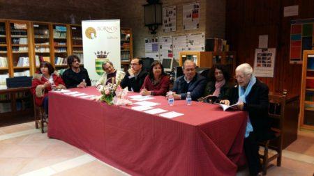 Lectura de poemas de autores locales, en el acto de inauguración de la Feria del Libro de Bornos.