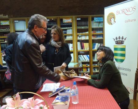 Natalia Viaga, durante la firma de ejemplares de su libro.
