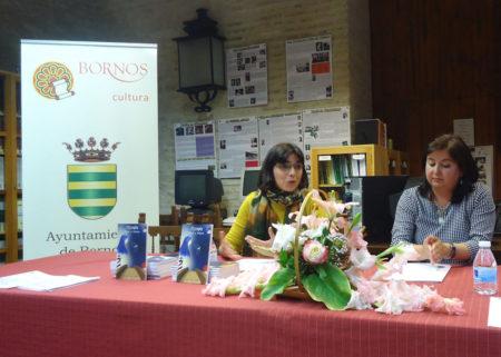 La escritora, Natalia Viaga, y la concejala de Cultura, María José Lugo.
