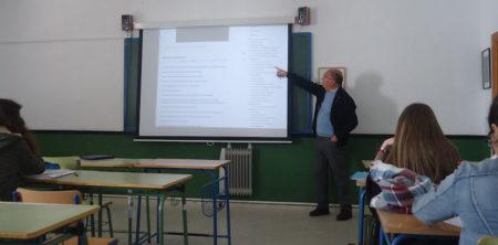 Charla del doctor Rodríguez Carrión a alumnos del IES El Convento de Bornos.