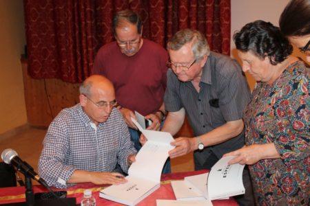 Manuel Garrucho, durante la firma de ejemplares.