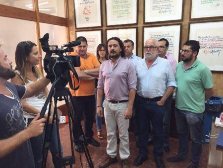 Los alcaldes de IU de la Sierra, junto con los del resto de la provincia.