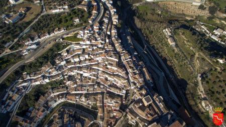 Vista aérea de Setenil de las Bodegas (Foto: http://www.setenildelasbodegas.es).