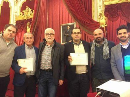 El alcalde de Bornos, Hugo Palmares, con el concejal de Participación, Raúl Sánchez, y el diputado provincial de IU, Antonio Alba, entre otros.