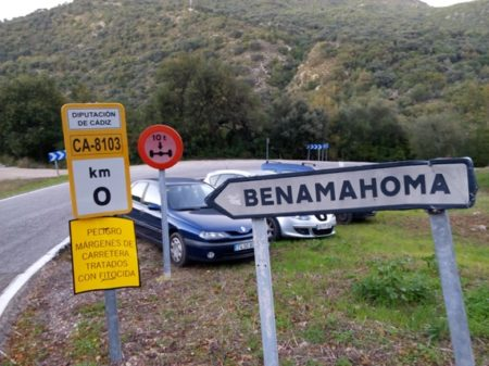 Advertencia en el acceso a Benamahoma.