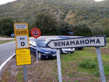 Advertencia en el acceso a Benamahoma.