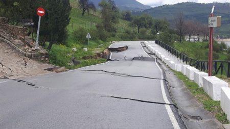 Carretera cortada en la Sierra.