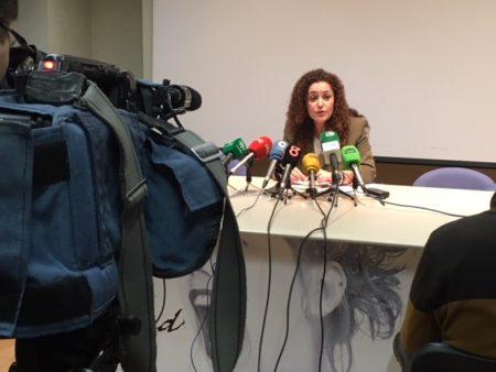La parlamentaria de IU Inmaculada Nieto, en rueda de prensa.