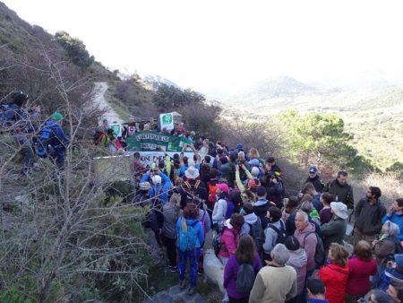 Interrupción de la marcha a la entrada del camino público por la finca Las Albarradas